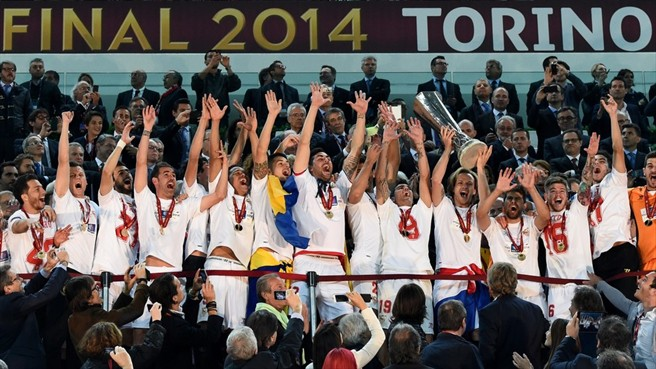 Sevilla lift the trophy of UEFA Europa League