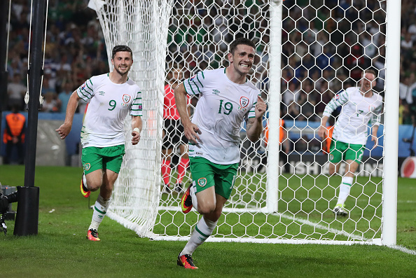 LILLE, FRANCE - JUNE 22:  Robbie Brady of Republic of Ireland celebrates after he scores during the UEFA EURO 2016 Group E match between Italy and Republic of Ireland at Stade Pierre-Mauroy on June 22, 2016 in Lille, France. (Photo by Ian MacNicol/Getty Images)